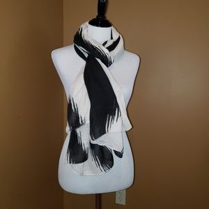 Black and white printed scarf/wrap